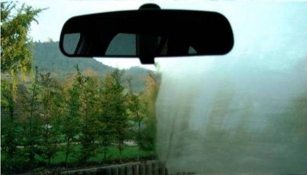 Запотевшее стекло в автомобиле